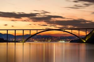 Die Insel Krk ist mit dem Festland über eine mautpflichtige Brücke verbunden