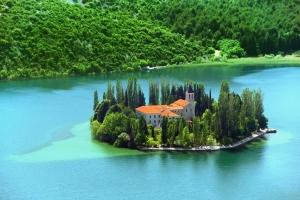 Franziskanerkloster auf dem Inselchen Vosivac im Nationalpark Krka