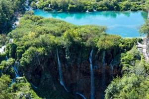 Die imposanten Sastavci Wasserfälle an den Unteren Seen im Plitvice Nationalpark