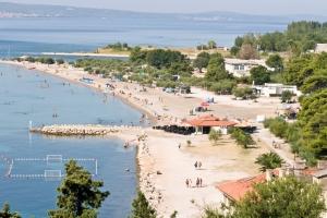 Der Sandstrand in Omis - Velika Plaza
