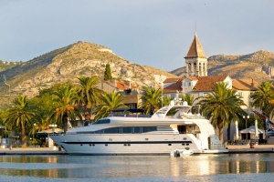 Luxusyacht in Trogir