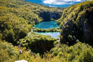 Sastavci Wasserfall. Im Hintergrund die unteren Seen von Plitvice