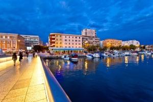 Fußgängerbrücke im Hafen von Zadar