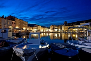 Abendliche Hafenstimmung in Cres-Stadt