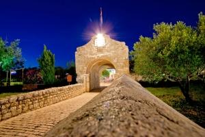 Nin - Stadttor und Brücke
