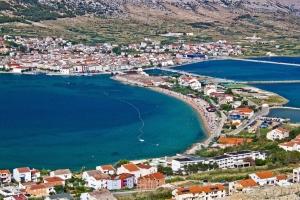 Das für sein Meersalz bekannte Pag auf der gleichnamigen Insel macht als Urlaubsort mit tollem Strand und faszinierender Altstadt auch eine gute Figur