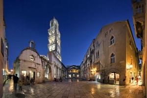 Das atemberaubende Peristyl im Diokletianpalast in Split
