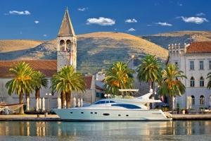 Trogir - ein malerisches Städtchen in Insellage unter dem Schutz der UNESCO im Herzen Dalmatiens