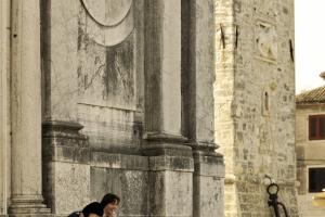 vor der Kirche in Umag