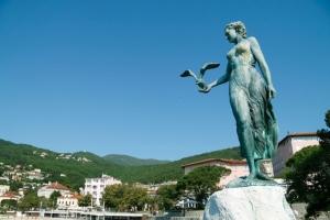 Skulptur Jungfrau mit der Möwe