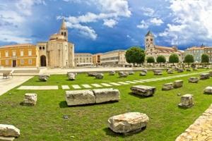Forum und Kirche Sv. Donat (9 Jh.)