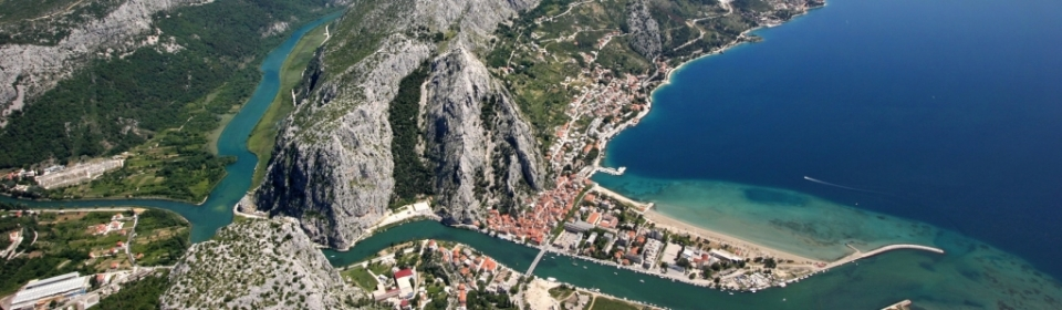Omiš - ehemaliges Piratennest vor imposanter Bergkulisse