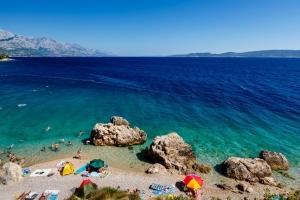 Traumhafter Strand bei Mimice an der Riviera von Omis (Mitteldalmatien)
