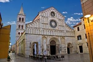 Die Kathedrale St. Anastasia in Zadar ist ein sehenswerte romanischer Bau und zugleich größte Kirche Dalmatiens