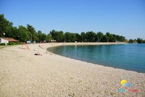 Strand Malo jezero