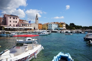 Fazana - Hauptplatz und Hafen