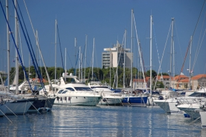 Festgemachte Boote in Vodice