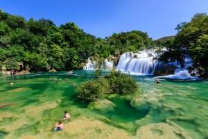 Der imposante Wasserfall Skradinski Buk im Nationalpark Krka bei Sibenik. Wo könnte man herrlicher baden?