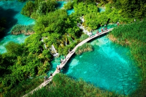 Atemberaubende Seenlandschaft im Nationalpark Plitvicer Seen