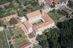Kirche und Kloster in Ston