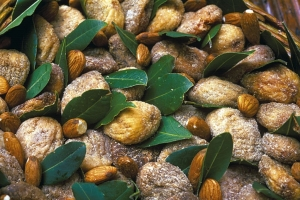 Dried figs and almonds
